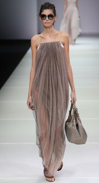 Sfilata-Giorgio-Armani-primavera-estate-moda-donna