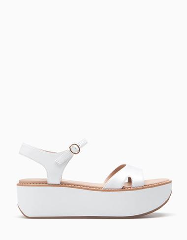 Scarpe-Stradivarius-primavera-estate-2016-donna-look-23