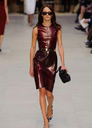 Burberry nelle vetrine moda donna autunno inverno 2013-2014