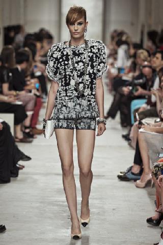 Marca Chanel tendenze abiti moda collezione primavera estate