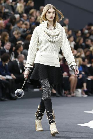 Marca Chanel tendenze collezione abbigliamento moda donna