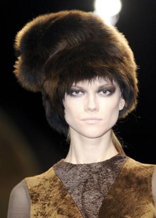 Tendenze abbigliamento Donna Karan nelle vetrine di moda autunno inverno 2013-2014
