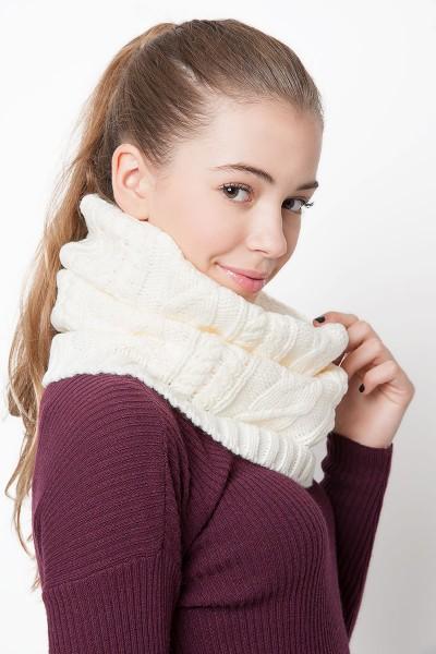 collo-subdued-ragazza-autunno-inverno