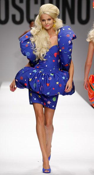 Sfilata Barbie Moschino primavera estate moda donna