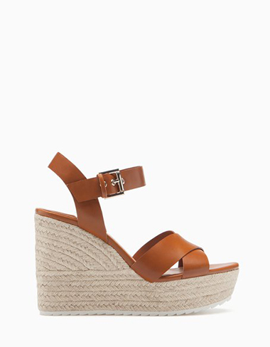 Scarpe-Stradivarius-primavera-estate-2016-donna-look-20