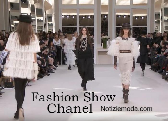 Sfilata Chanel autunno inverno 2016 2017 donna