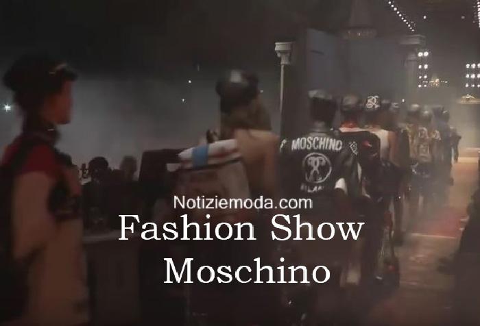 Sfilata Moschino autunno inverno 2016 2017 donna